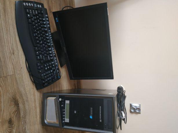 Komputer stacjonarny + monitor i klawiatura