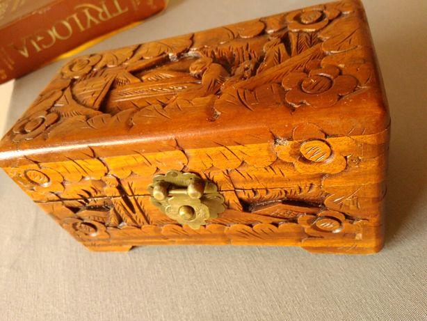 Kuferek antyk rzeźbione drewno