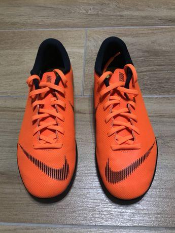 Buty Nike Jr VAPORX 12 CLUB do piłki nożnej rozmiar 38,5