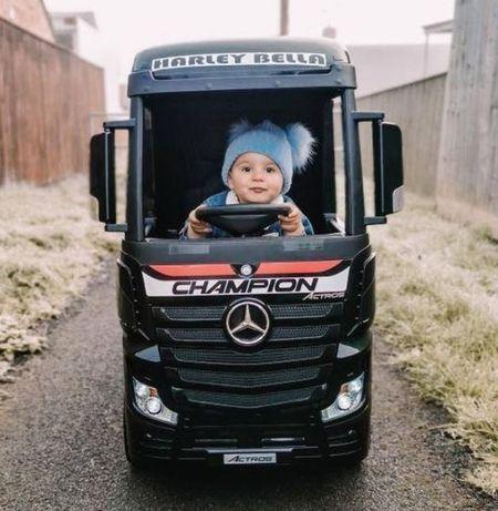 Czarny Mercedes Actros na akumulator dla dziecka autko TIR pilot