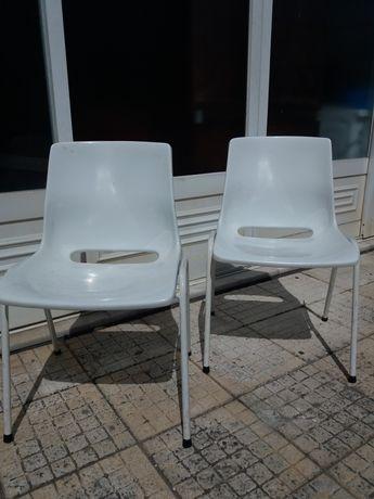 2 Cadeiras Cor Branca