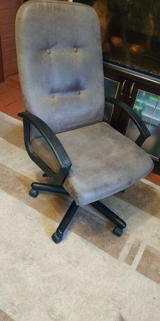 Продам офісне крісло.