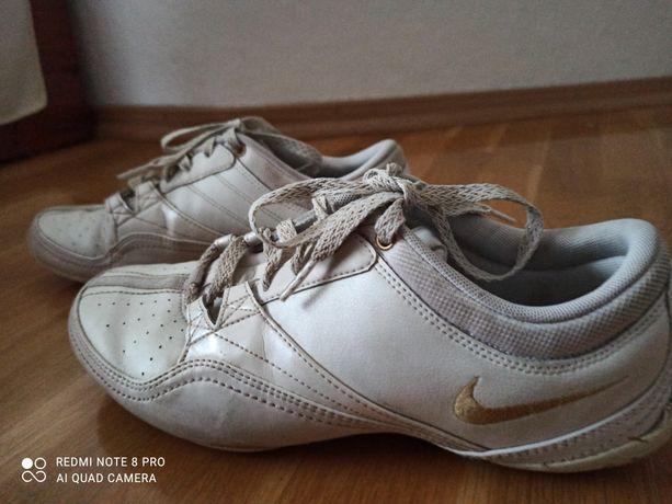 Buty Nike damskie 38,5