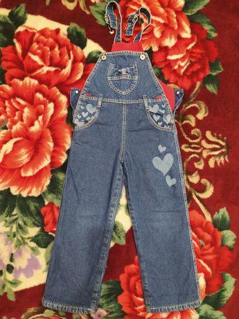 Утеплённый джинсовый комбинезон для девочки ростом 104-110 см