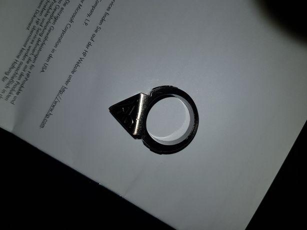 Sprzedam zbijak do szyb/pierścionek/sygnet z piramidą i krzyżykiem.