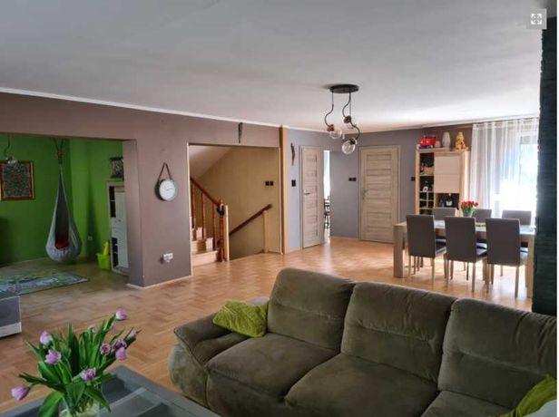 Komfortowy dom w pełni umeblowany dwa garaże