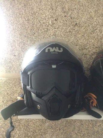 Mascara capacetes aberto