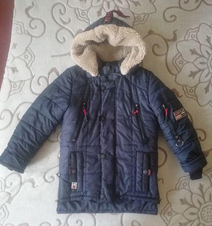 Удлинённая зимняя куртка на мальчика 7 - 8 лет