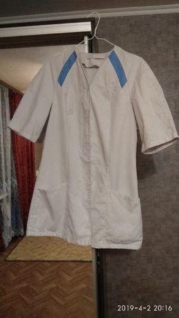 Белые медицинские халаты