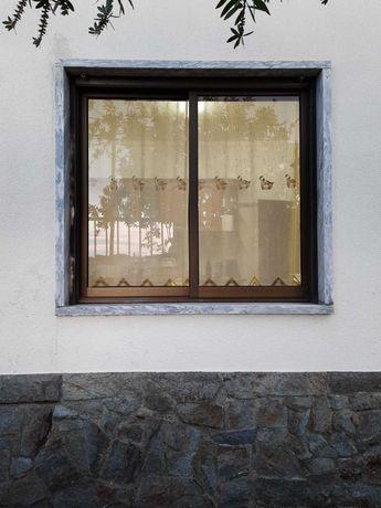 Janelas e portas de alumínio lacado castanho