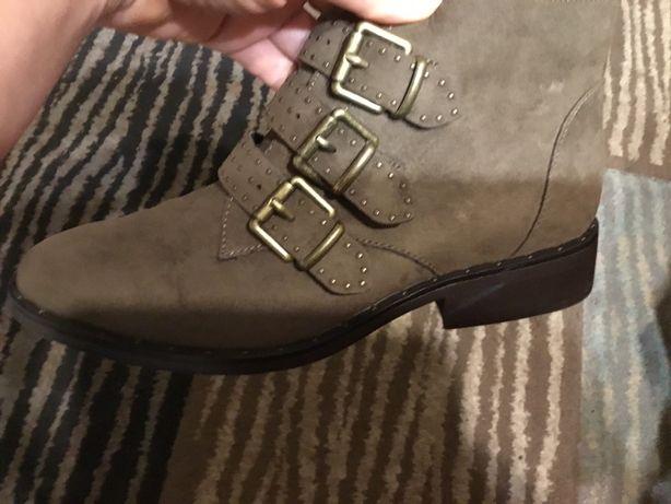 Новые ботинки с пряжками для девочки подростка р. 37