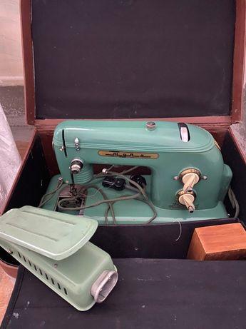 Продам швейную машину Тула с ножным приводом