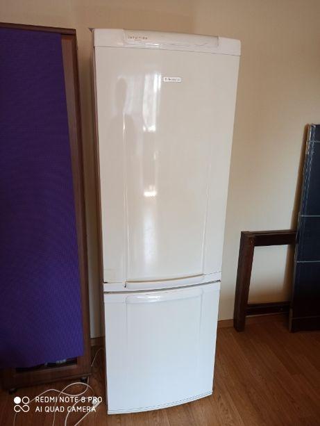 Продам холодильник Electrolux erb36003w8