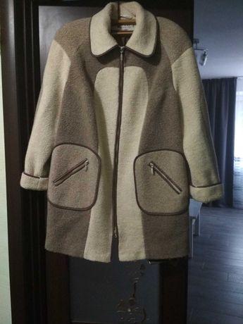 Демисезонное пальто женское р. 56