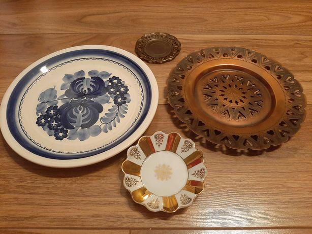 Zestaw ozdobnych talerzy