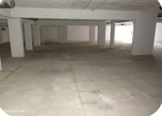 Garagem c/ 409 m² - Barreiro (Imóvel da Banca)