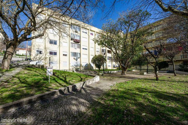 Apartamento T2 no Monte da Caparica (Alcaniça) a 700 metros da Estação