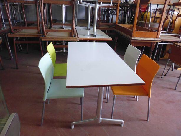 Conjunto de mesa e 4 cadeiras BIKINI