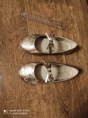 Sprzedam złote balerinki dla dziewczynki rozmiar 27 firma 5 10 15.