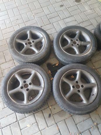 Vendo 4 jantes 15 4×100 com 2 pneus com mais de meio piso.