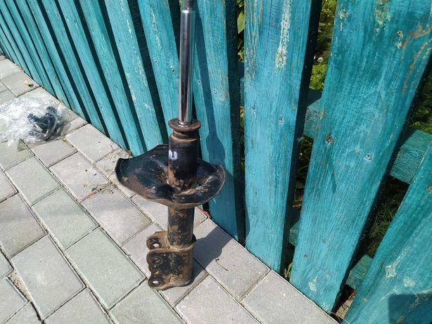 Продам стойка-амортизатор передня права мазда GF 1999р.в 1.8 бензин