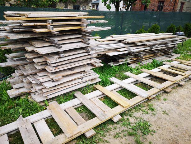 Deski pozostałość po budowie