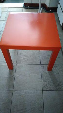 Mesa de madeira lacada do IKEA