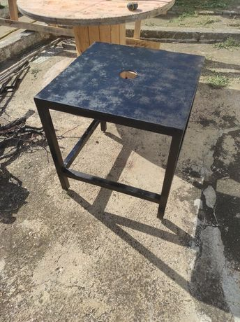Mesa/ bancada de rua ou oficina em ferro, pesada e robusta