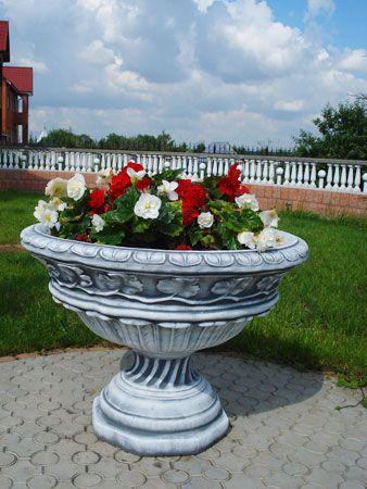 Уличные бетонные вазы, цветочники для сада, урны