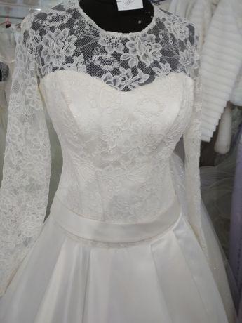 Свадебное атласное платье с рукавом айвори 40 размер новое