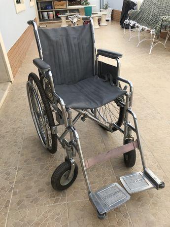 Vende-de cadeira de rodas (bom estado)