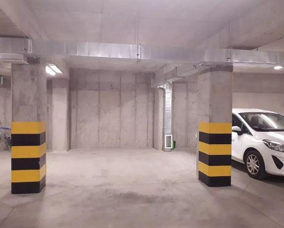 Miejsce w hali garażowej w parkingu podziemnym