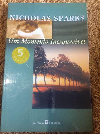 """Livro: """"Um Momento Inesquecivel"""""""