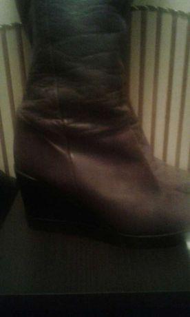 Продам осінні шкіряні чоботи