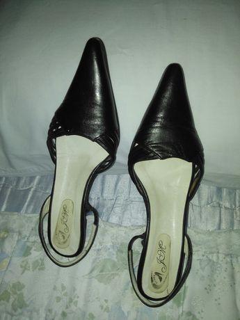 Sandálias de pele