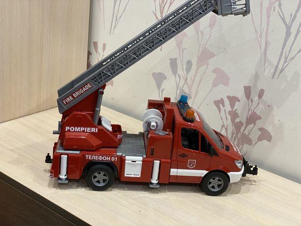Іграшка Bruder Пожежний МВ Sprinter з сходами М1:16