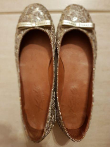 Sapato de Senhora usados uma vez.
