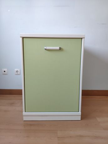 Prateleira e módulo com porta e prateleira interior