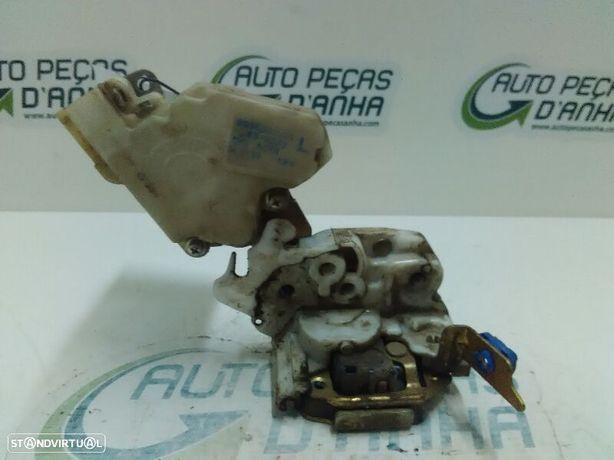 Fecho Da Mala Nissan Terrano Ii (R20)