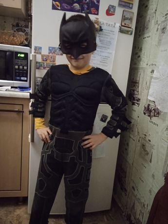 Костюми супергероїв Бетмен та Железний человек