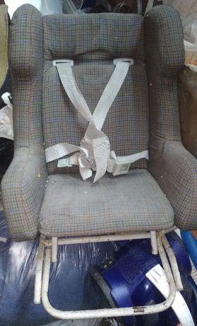 Cadeira de Carro Bébé/Criança antiga mas em bom estado