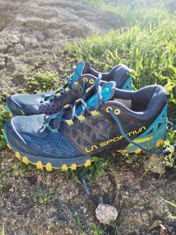 Sapatilhas de trail em bom estado