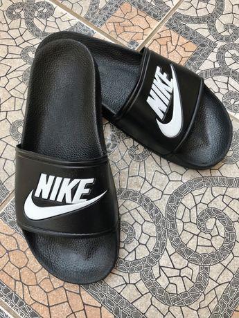 Женские шлепки Nike