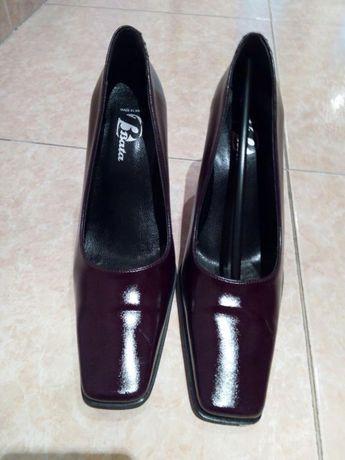 Vendo sapatos senhora da Bata , N° 37 quase sem uso