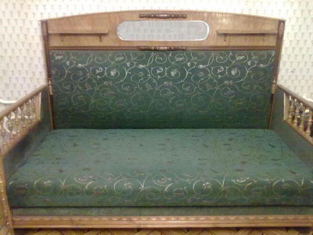 Диван (софа, кровать) ручной работы с отделкой из натурального дерева