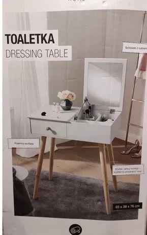 Biała toaletka z lustrem drewniana smukee