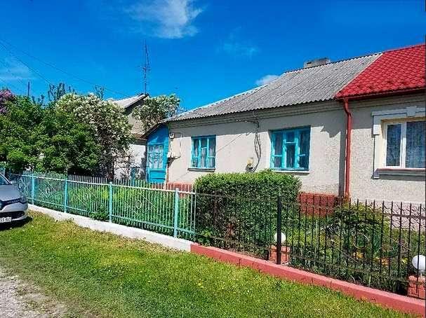 Продаю земельну ділянку та частину будинку в селі Почаїв, Спортивна 15