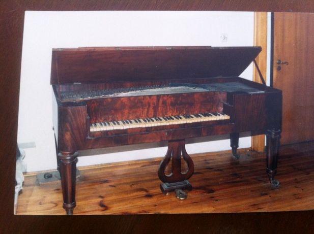 Fortepian stołowy