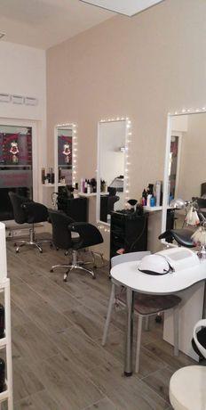Stanowisko mani w salonach fryzjerskich Muchobor Wielki