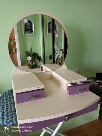 Туалетний столик для дівчинки